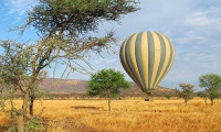 Hot-air-balloon-ride-on-the-serengeti-with-mountain-gurus