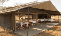 Luxury-dining-tent-safari-camp-with-Mountain-Gurus