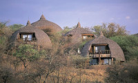 Serengeti-Serena-Lodge-with-Mountain-Gurus